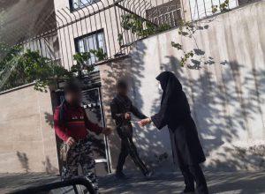 اهدای پک های بهداشتی به افراد فاقد ماسک به همت هیئت اسکواش جنوب شرق تهران